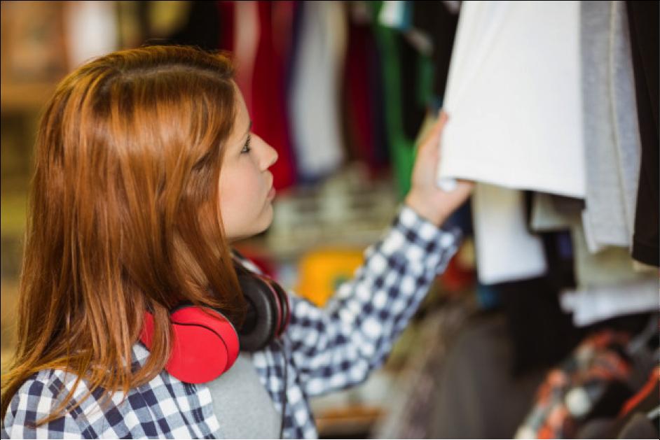 O brechó se tornou uma alternativa popular para adquirir roupas de qualidade, gastando muito pouco.